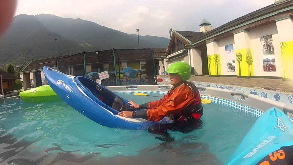 scuola di canoa al trentino wild