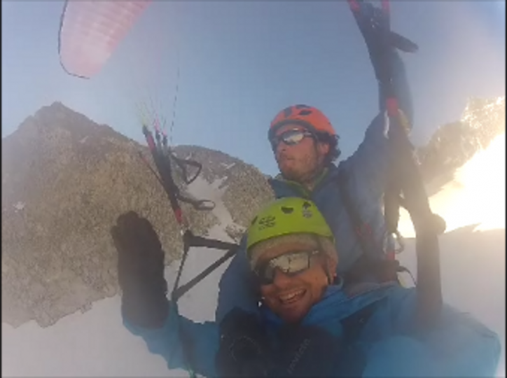 tandem-paragliding-lobbie